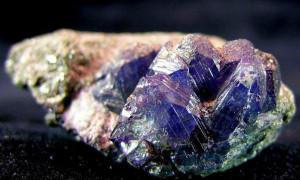 Александрит – камень вдов, кому он подходит?