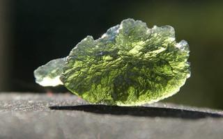 Молдавит — камень внеземного происхождения