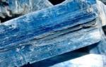 Кианит — камень с «древесной» структурой и полезными свойствами