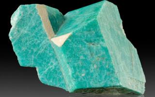 Амазонит – камень амазонок и его свойства