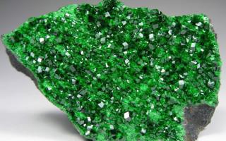 Уваровит – камень родом из России