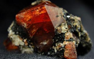 Гиацинт — камень Аполлона: свойства и значение
