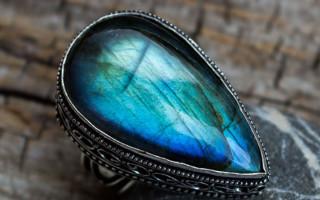 Лабрадор — камень Луны с диковинными узорами и переливами