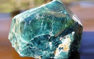 Апатит: камень-обманщик. Какого он цвета и что у него за свойства?