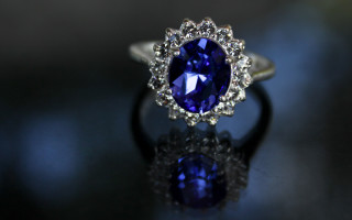 Сапфир — камень монархов и символ власти