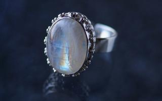 Лунный камень — талисман влюбленных и творческих натур