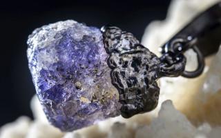 Иолит — камень путешественников и философов