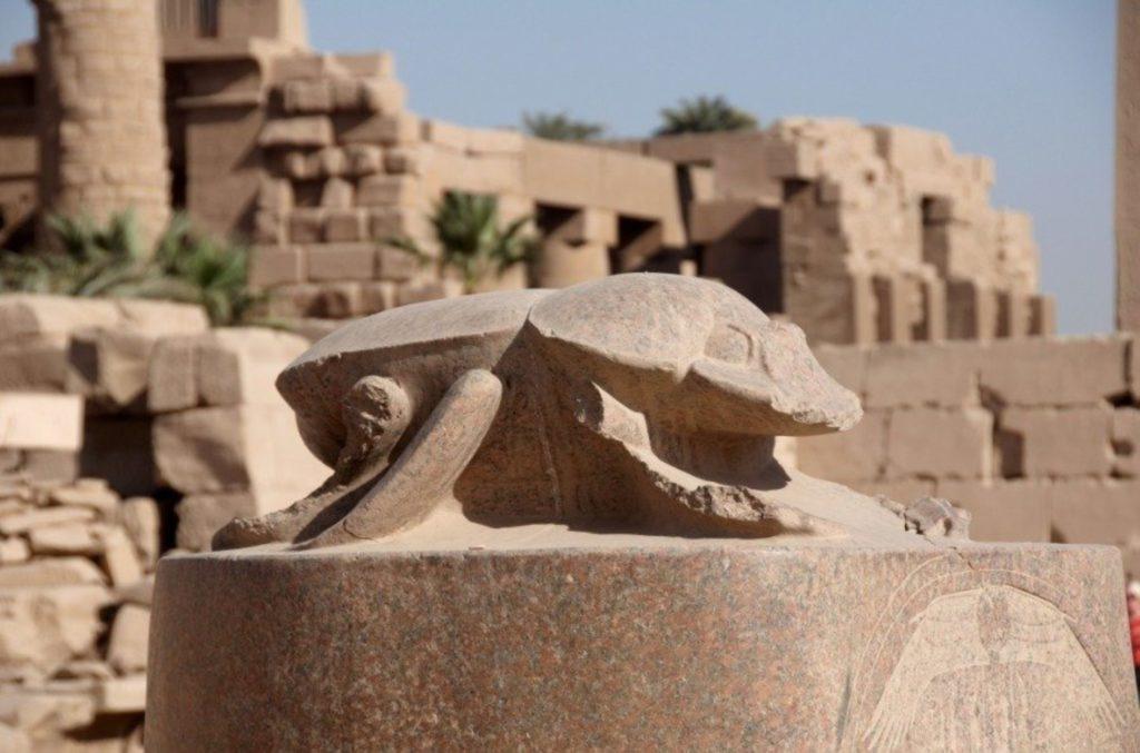 Статуя скарабея в Луксоре