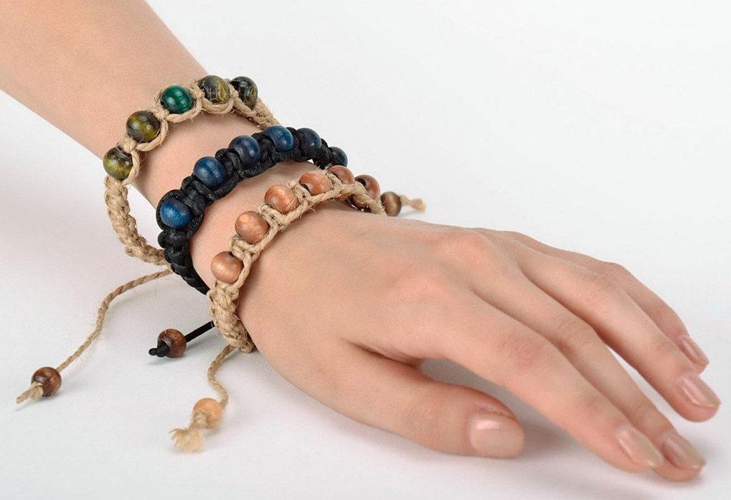 Braslet_shambala_na_ruku-1024x700 Браслет шамбала: значение и соответствие цвета бусин буддийского амулета, на какой руке носить украшение