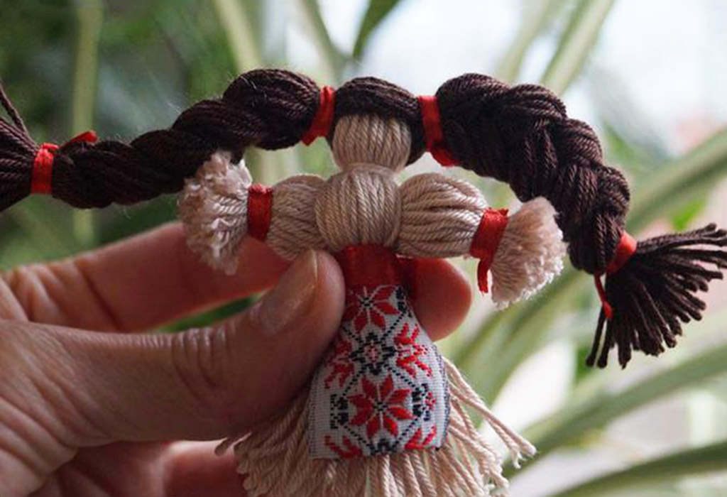 Кукла-оберег из нитей