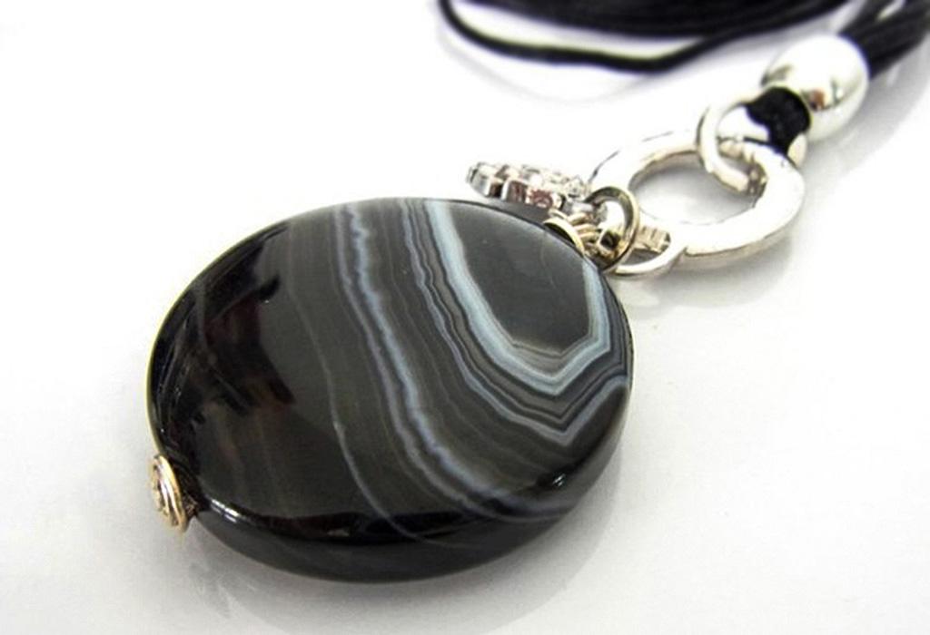 Кулон из черного агата