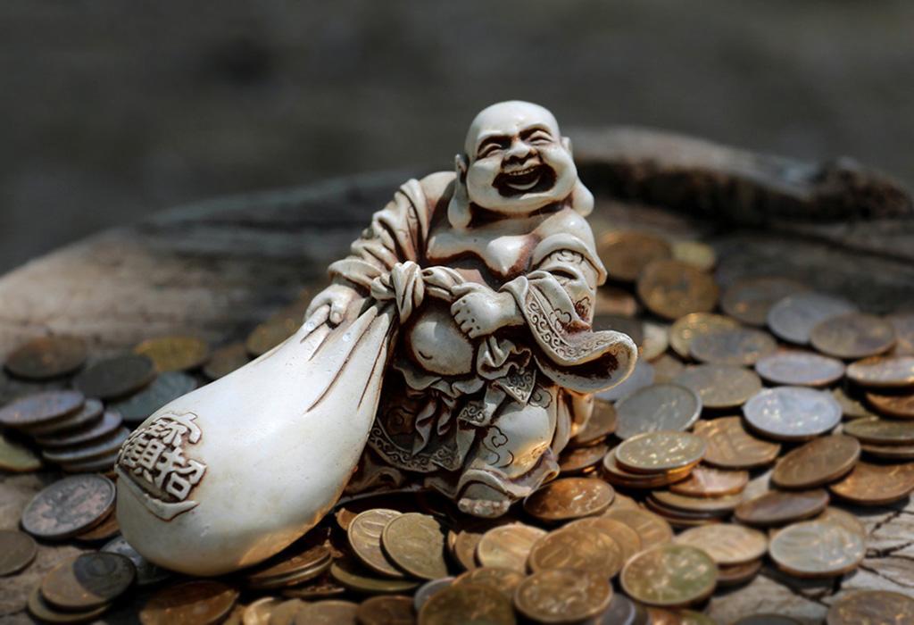 Реальное фото денег в руке пределах