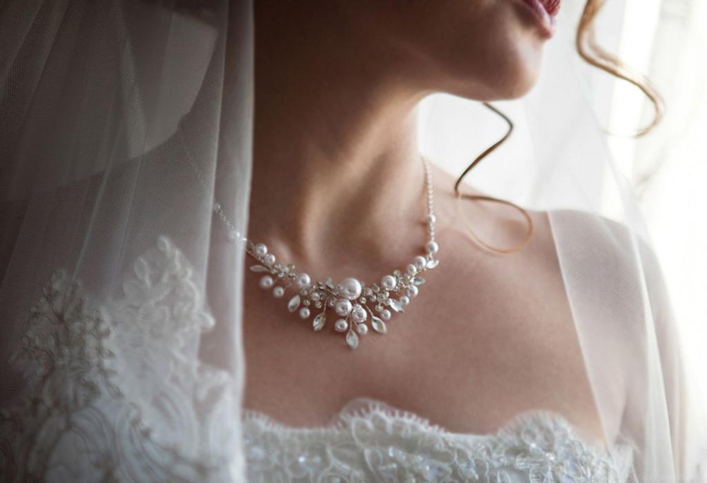 оба фото свадебных украшений на шею блюда