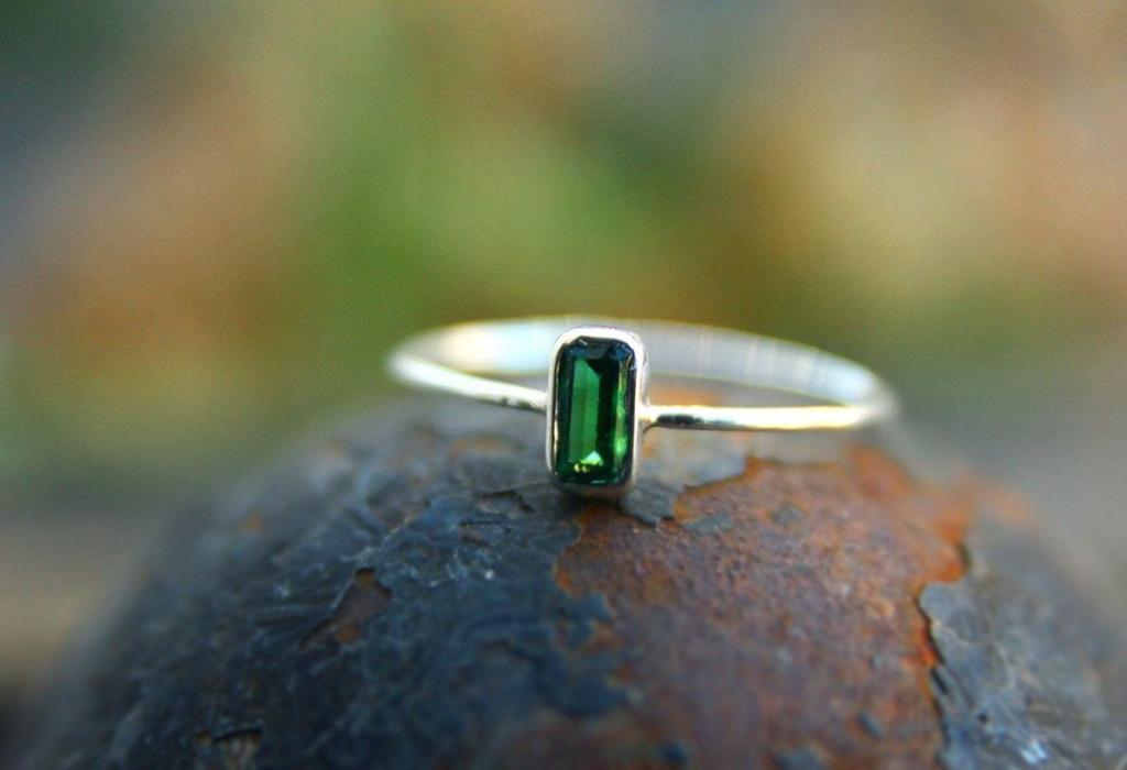 Кольцо с цаворитом