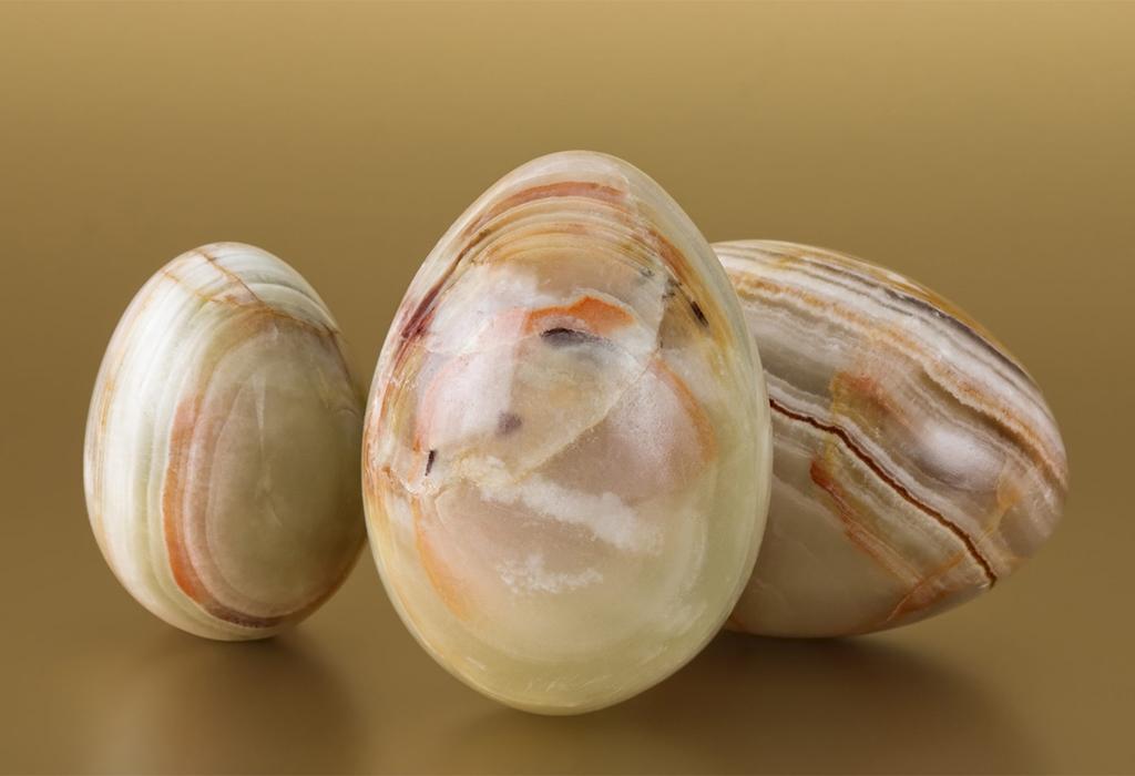 Яйца из мраморного оникса